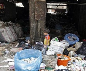egypt-child-garbage-rubbish-lg