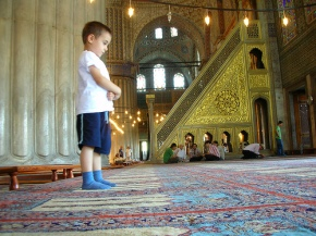muslim-kids-praying-in-mosque