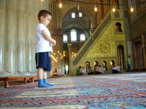 muslim-kids-praying-in-mosque